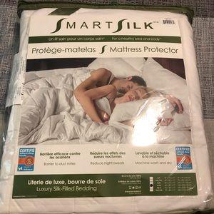 SmartSilk queen size mattress protector